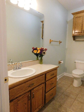 1/2 bath @office/4br